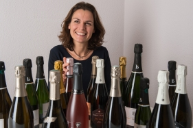 Elise Grossi, de Mademoiselle Bulles (Genève). Organic champagne importer. Image by Carole Parodi, (c) karibou.ch